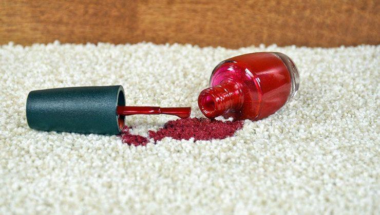 نحوه پاک کردن لکه لاک از روی فرش
